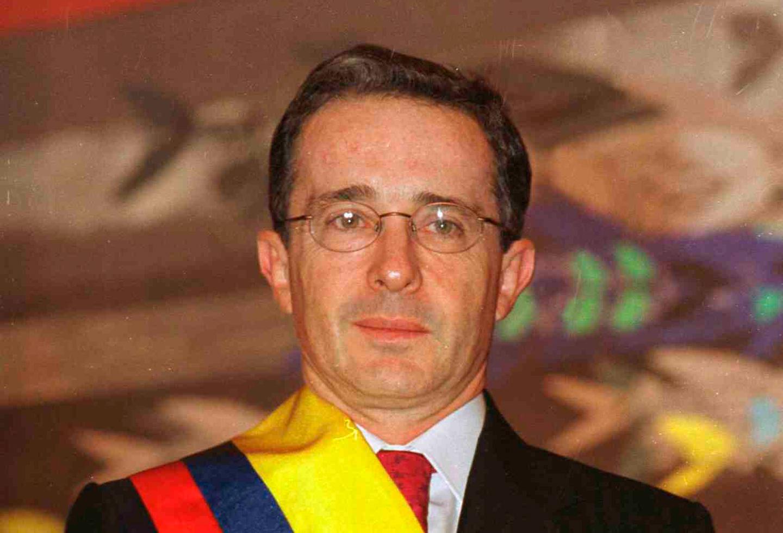 Expediente Farc: guerrilla intentó asesinar a Uribe ante posible reelección    La FM