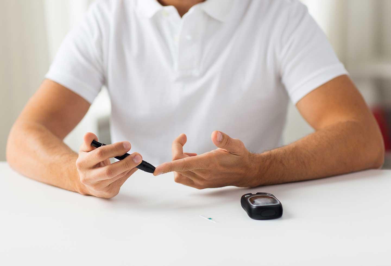 diabetes precisa prueba de pinchazo en el dedo