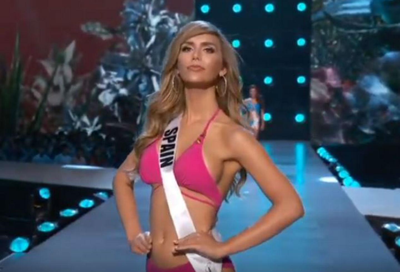 8ae18aff1 Miss Universo  Ángela Ponce y el desfile en traje de baño y vestido de gala