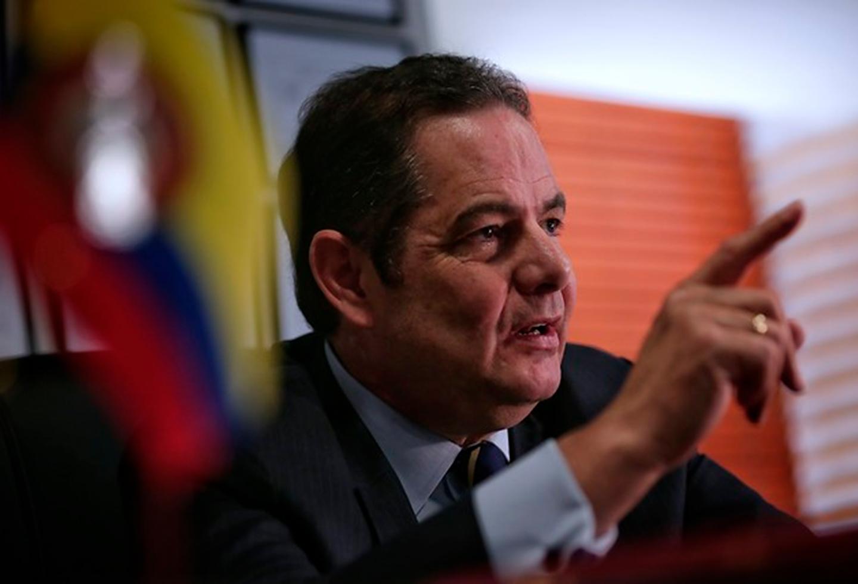 Vargas Lleras propone reducción de salarios y no pago de primas   La FM