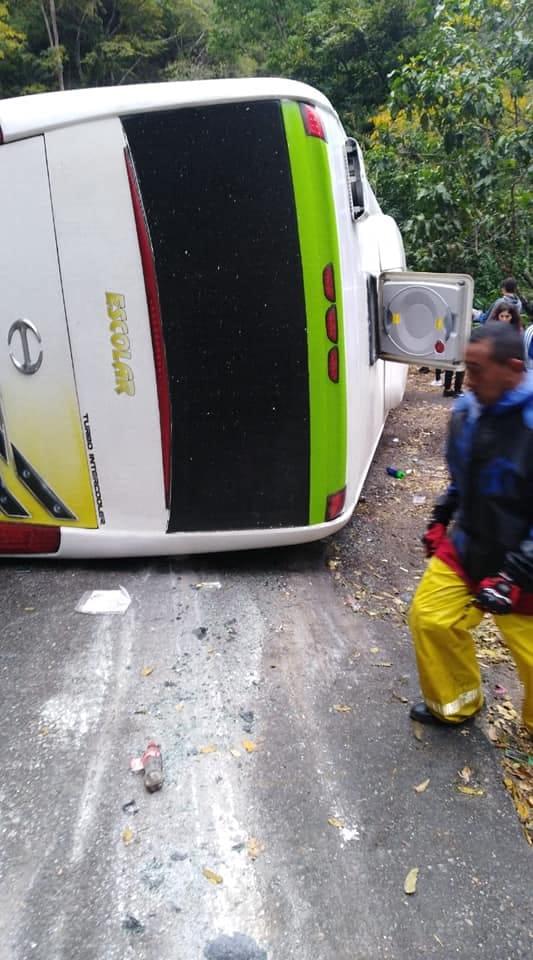 Siete personas heridas tras choque múltiple en la vía Bogotá