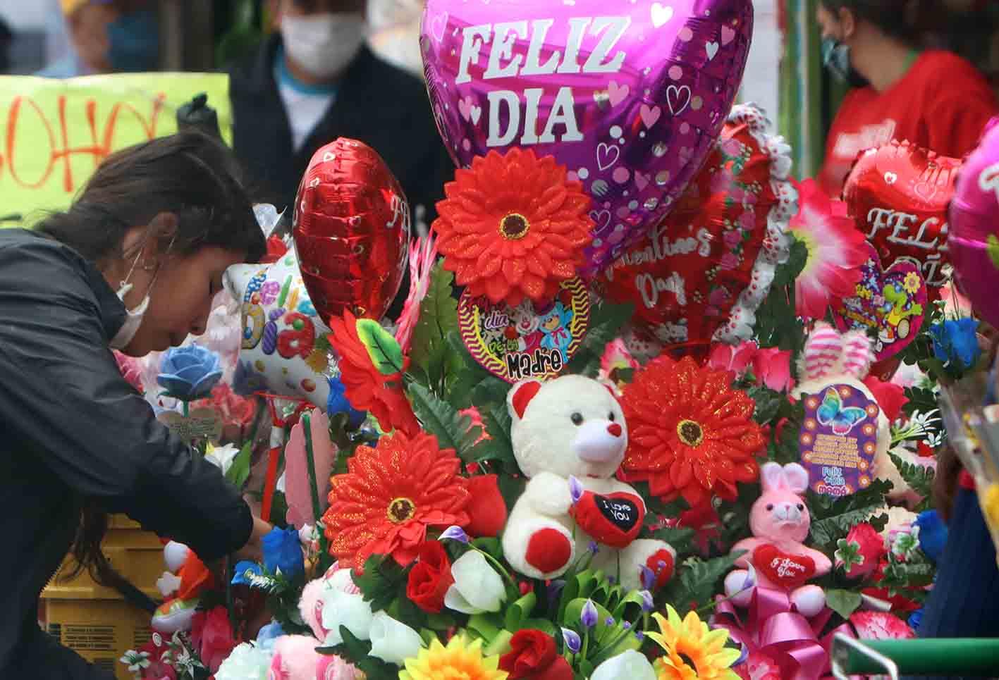 [Fotos] Día de la madre: Serenatas virtuales y flores a domicilio | La FM