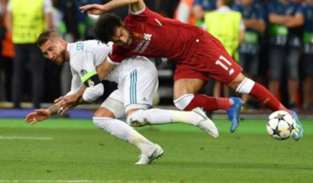 Sergio Ramos y Mohamed Salah / AFP
