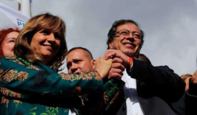 Angela María Robledo y Gustavo Petro
