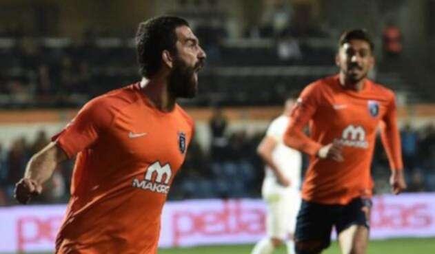 Arda Turan, el centrocampista que fue multado por su propio club tras una conducta antideportiva / AFP