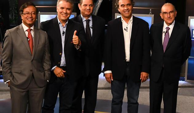 Gustavo Petro, Iván Duque, Germán Vargas Lleras, Sergio Fajardo y Humberto de la Calle durante un debate presidencial en Bogotá