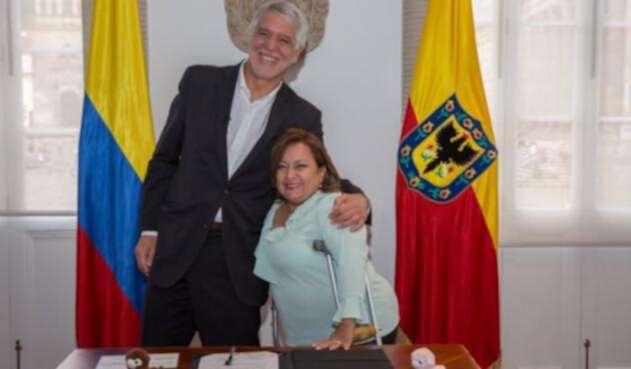 Claudia Liliana Rodríguez junto al alcalde de Bogotá, Enrique Peñalosa