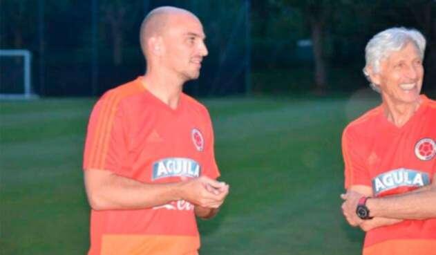 Esteban Cambiasso y José Pékerman entrenando con la Selección Colombia en Milán (Italia)