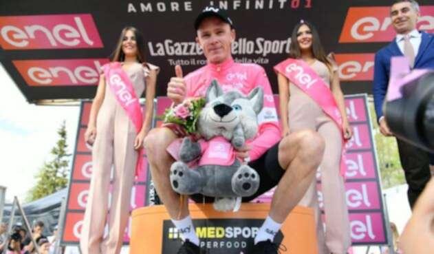 Chris Froome con la maglia rosa