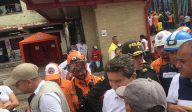 Gobernador Luis Pérez en los albergues de afectados por emergencia en Hidroituango