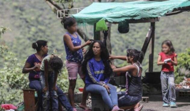 Familias desplazadas de las riberas del río Cauca por el rápido ascenso del embalse de Hidroituango