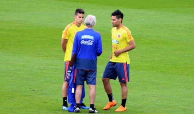 Falcao y James Rodríguez dialogaron por varios minutos con Pékerman