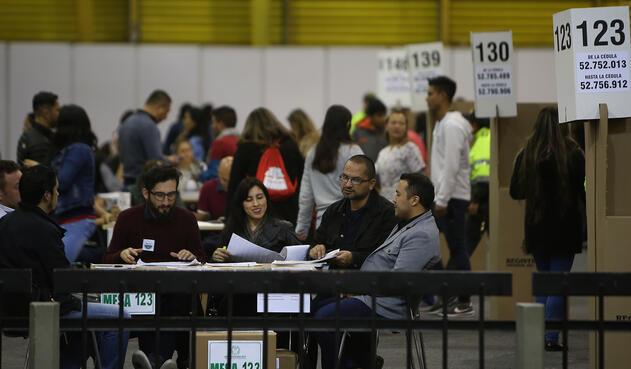 Colombianos ejerciendo su derecho al voto / Inaldo Pérez, LA FM
