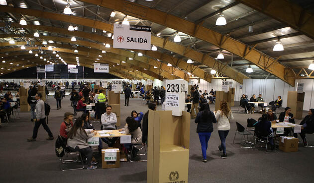 Ciudadanos ejerciendo su derecho al voto durante la primera vuelta de las elecciones presidenciales 2018 / Inaldo Pérez, LA FM