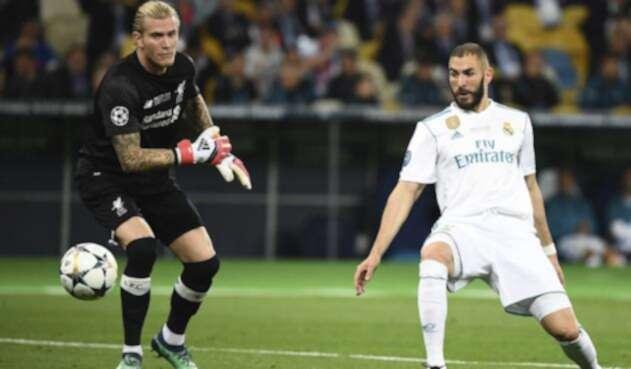 Loris Karius y Karim Benzema en el primer gol de la final de Champions / AFP