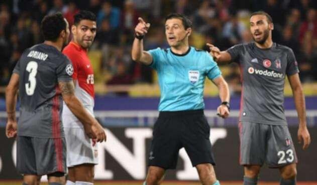 Milorad Mazic en un partido entre Mónaco y Besiktas
