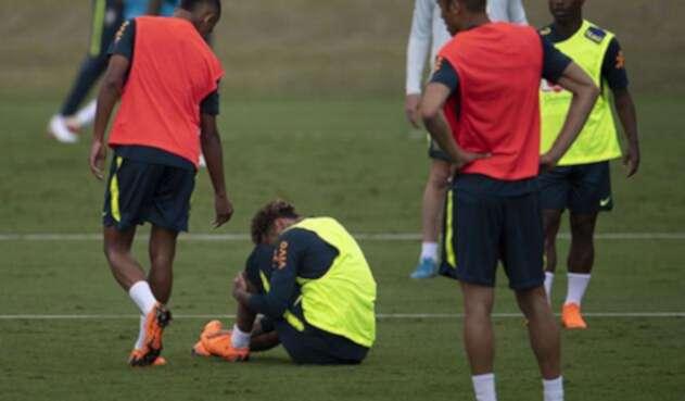 Neymar en medio de los entrenamientos con la Selección Brasil / AFP