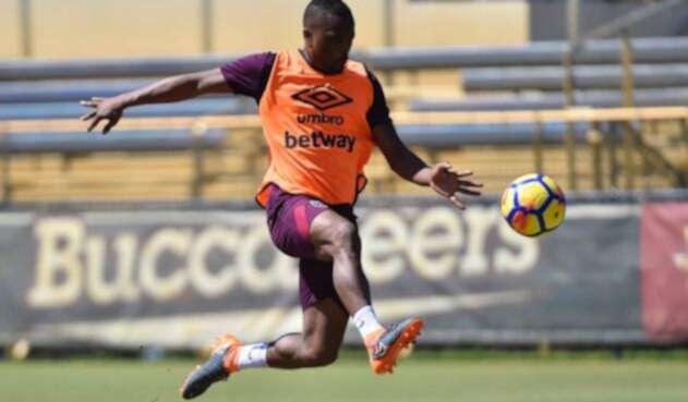 Patrice Evra durante un entrenamiento con el West Ham
