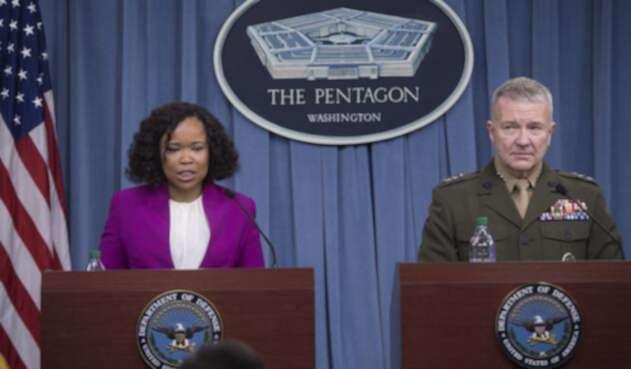 Dana White, portavoz del Departamento de Defensa de EE.UU. y Kenneth McKenzie, director del Estado Mayor Conjunto de EE.UU. / AFP