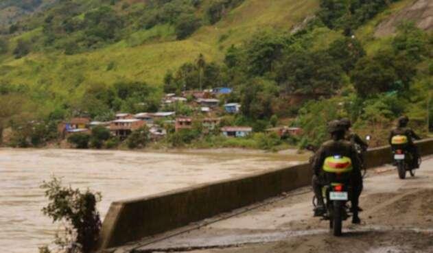 Autoridades y socorristas se dirigen a la zona de la emergencia