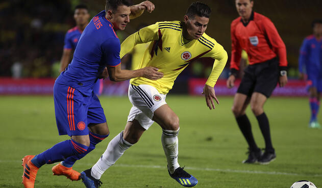 Santiago Arias, lateral derecho, y James Rodríguez, volante de la Selección / Foto de Inaldo Pérez, LA FM