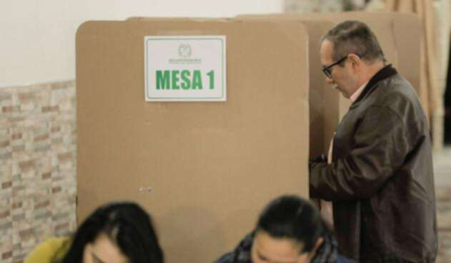 Rodrigo Londoño, Timochenko, votó por primera vez