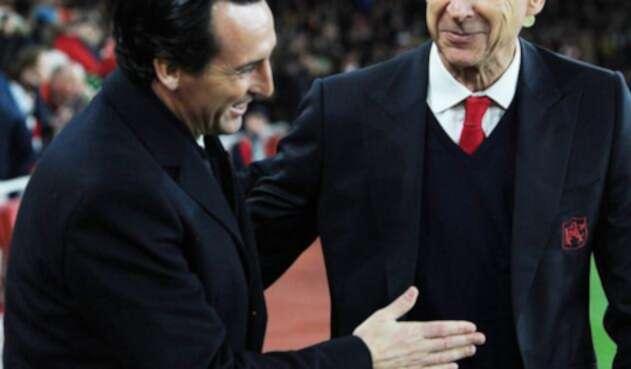 Unai Emery, técnico de Arsenal, y Arsene Wenger, estratega saliente del conjunto de Londres