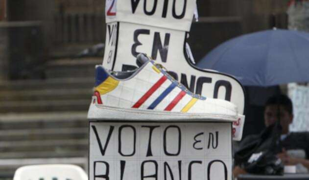 Imagen de promotores del voto en blanco / Colprensa