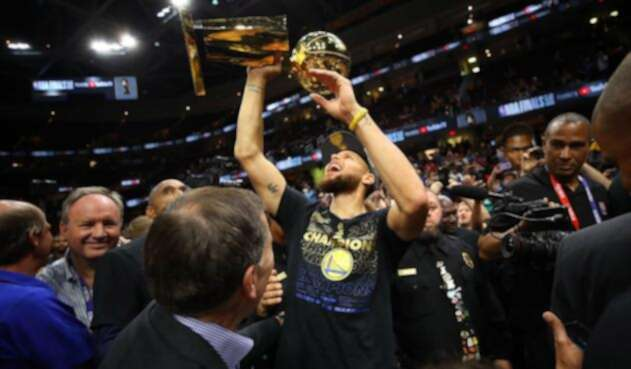 Warriors de Golden State al equipo que consiguió su tercer título