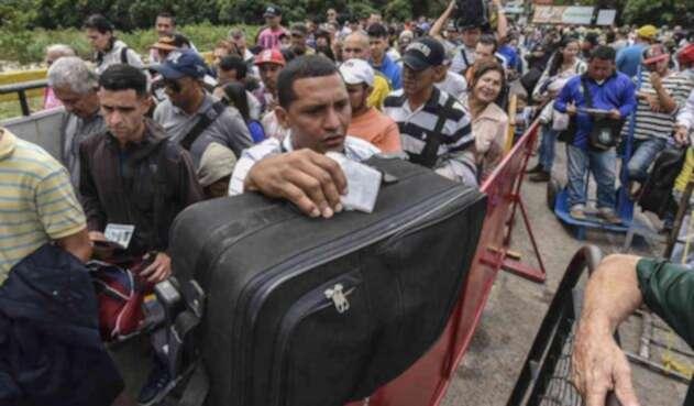 Venezolanos en frontera con Colombia.