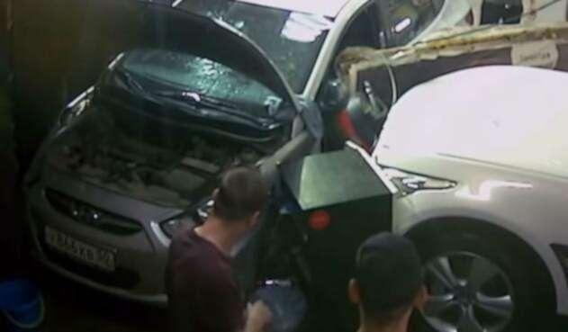 Un mecánico se salva de aparatoso accidente