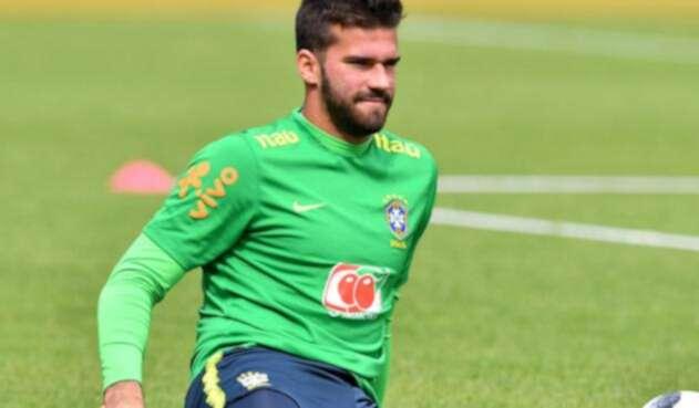 Alisson en un entrenamiento con la selección de Brasil