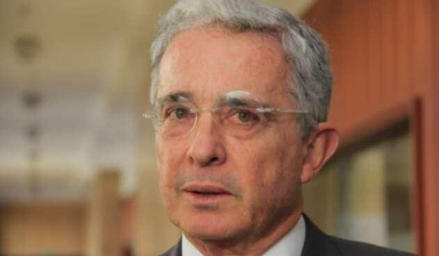 El senador Álvaro Uribe Vélez es investigado por presunta manipulación de testigos
