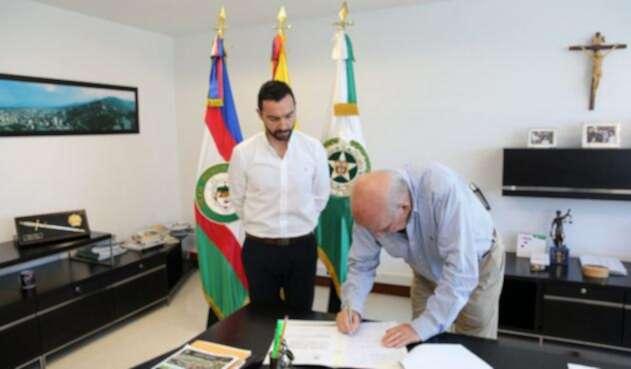 Andrés Villamizar, secretario de seguridad de Cali, con Maurice Armitage, alcalde de la ciudad