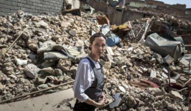 Angelina Jolie en su visita a Mosul
