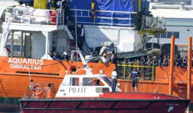 Barco cargado de inmigrantes