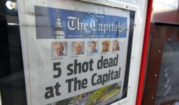 El periódico Capital Gazette informando sobre el atentado perpetrado contra ellos mismos