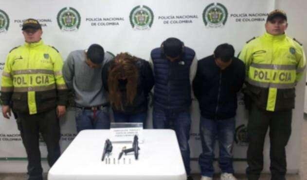 Tres hombres y una mujer fueron detenidos en las últimas horas en flagrancia mientras robaban un establecimiento comercial en la localidad de Bosa.
