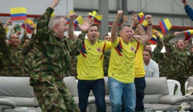 El presidente Santos celebró la victoria de Colombia ante Senegal.