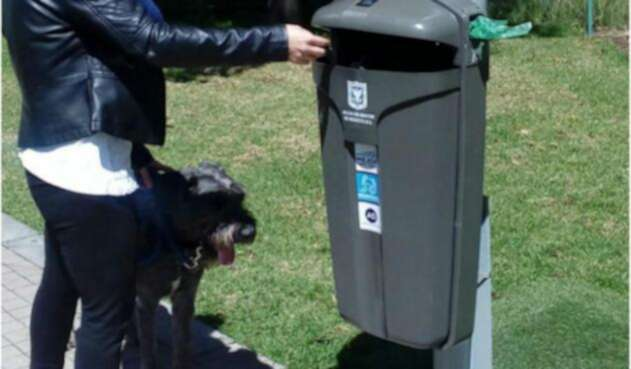 Cesta de basura pública en Bogotá