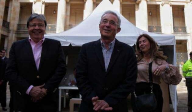 Álvaro Uribe ya votó