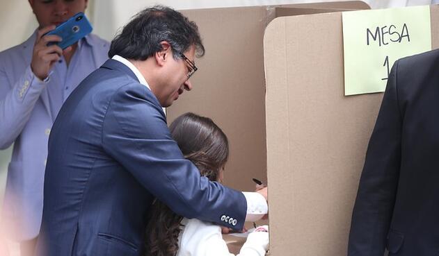 Gustavo Petro ejerció su derecho al voto este domingo