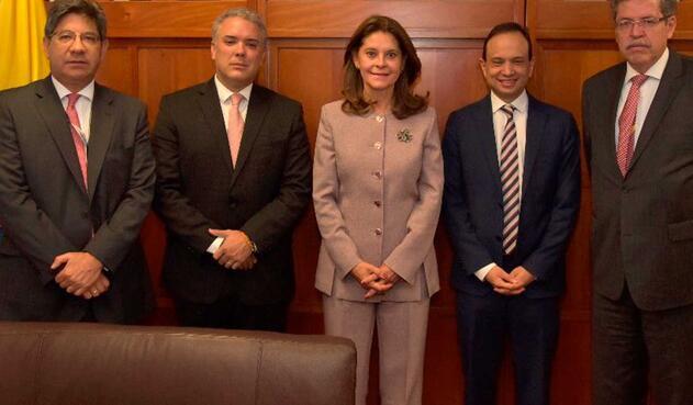 Los magistrados Alejandro Linares, Carlos Bernal y Luis Guillermo Guerrero con Iván Duque y Marta Lucía Ramírez