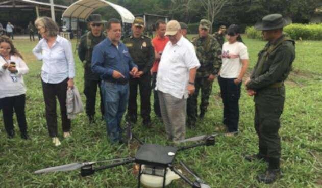 El Gobierno colombiano ensayó drones como una nueva estrategia en la erradicación de cultivos ilegales.