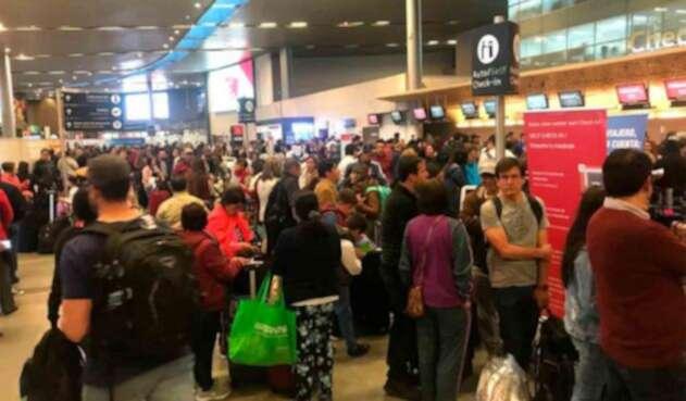 Pasajeros en el aeropuerto El Dorado, en Bogotá