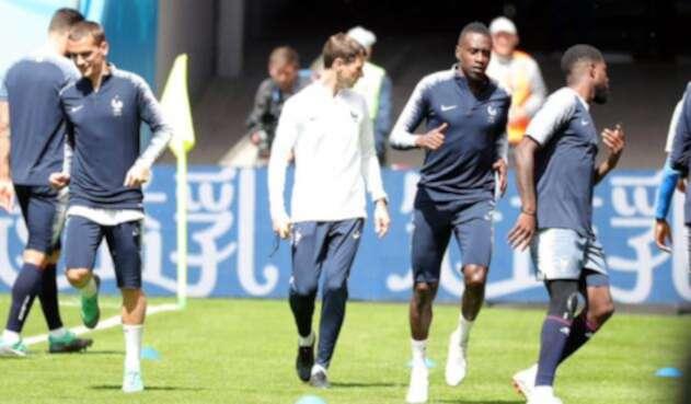 De izquierda a derecha (el tercero) Blaise Matuidi en un entrenamiento de Francia