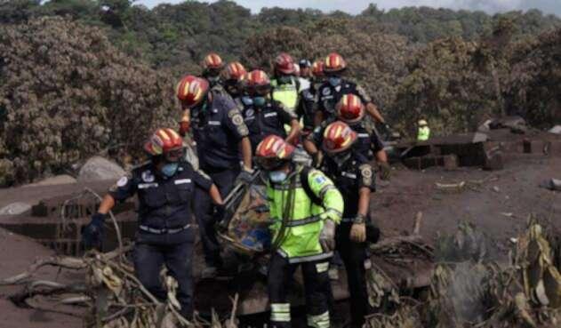 Equipo de rescate en Guatemala