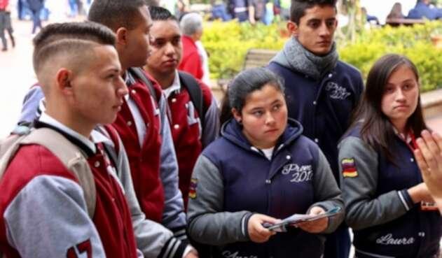 Estudiantes egresados de cualquier colegio de Bogotá podrán concursar para recibir subsidio para culminar sus estudios universitarios