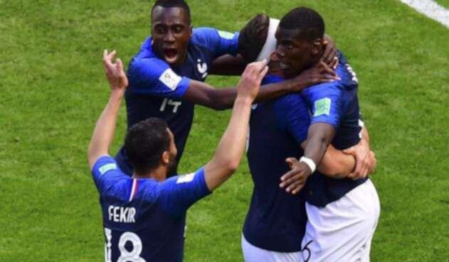 Jugadores de Francia celebrando el gol ante Australia