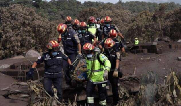 Los organismos de rescate en San Miguel Los Lotes (Guatemala)